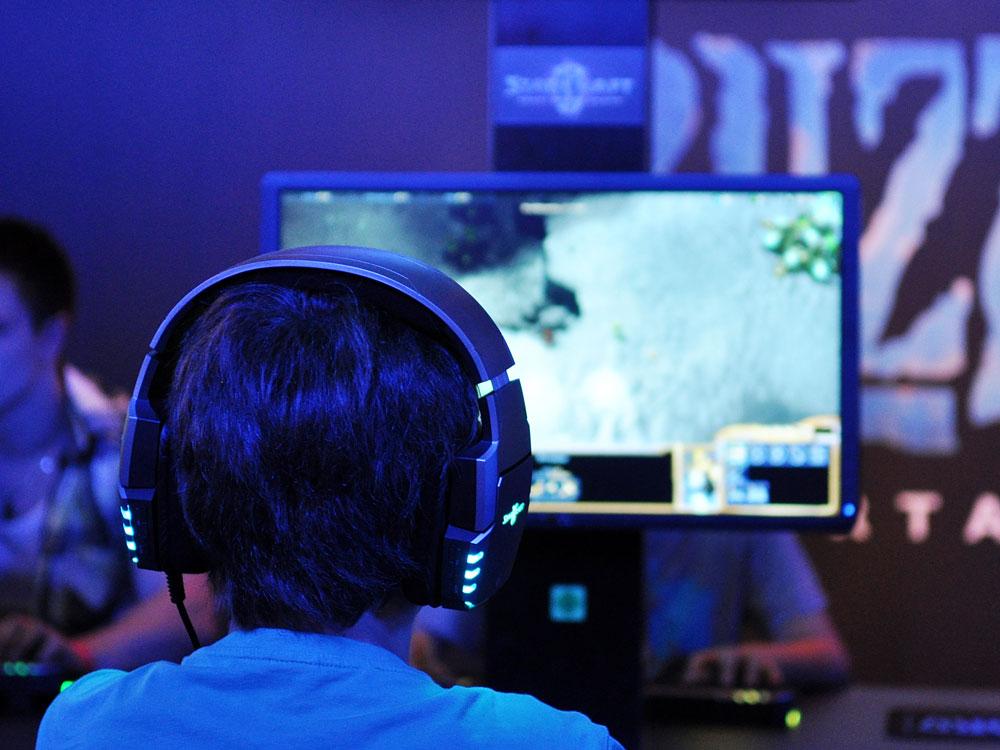 Photo credit. Marcus Verch http://foto.wuestenigel.com/junge-spielt-starcraft/?utm_source=7818072360&utm_campaign=FlickrDescription&utm_medium=link